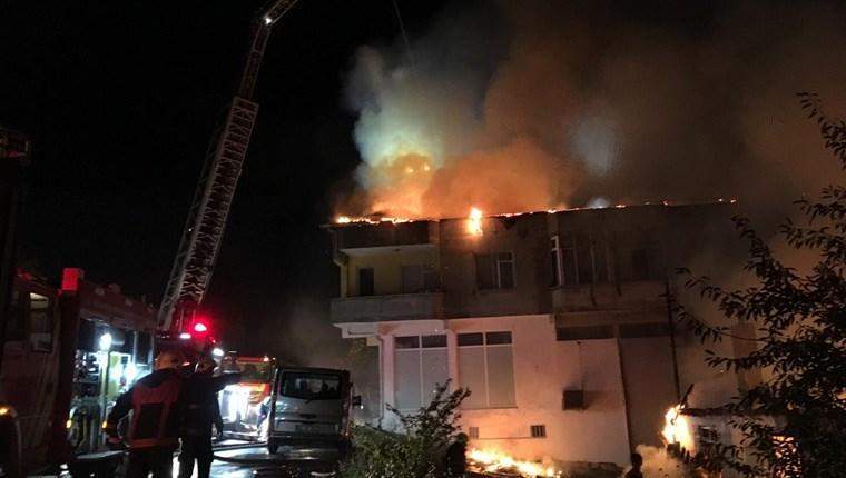 Ümraniye'de gecekonduda yangın çıktı!