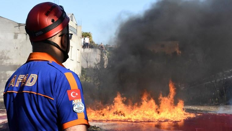Bursa'da boya fabrikasında yangın çıktı