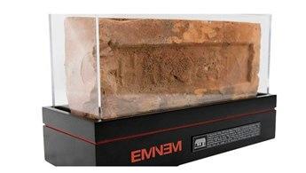 Eminem, evinin tuğlalarını bin 313 dolara satıyor
