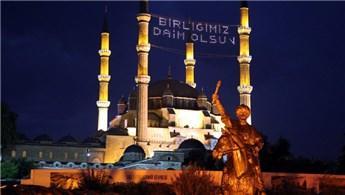 Selimiye Camisi'ne 'Birliğimiz Daim Olsun' yazılı mahya