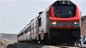 Bakü-Tiflis-Kars demiryolunda ilk yolcu taşımacılığı yapıldı
