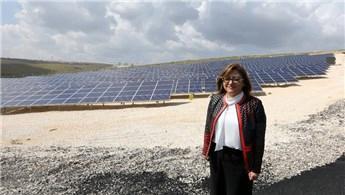 Gaziantep'teki güneş enerjisi santralinden elektrik üretiliyor
