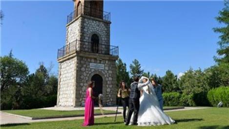 Bilecik Saat Kulesi, düğün fotoğraflarının vazgeçilmezi oldu