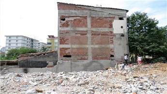 Pendik'te olaylı bina yıkımı!