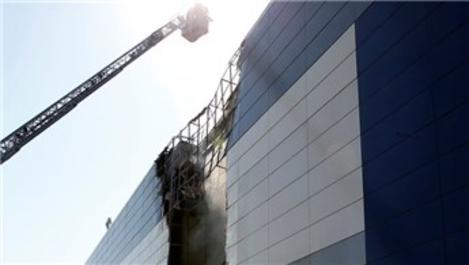 İzmir'deki AVM'nin depo bölümünde yangın!
