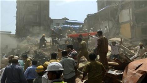 Hindistan'da çöken binanın enkazında 40 kişi kaldı
