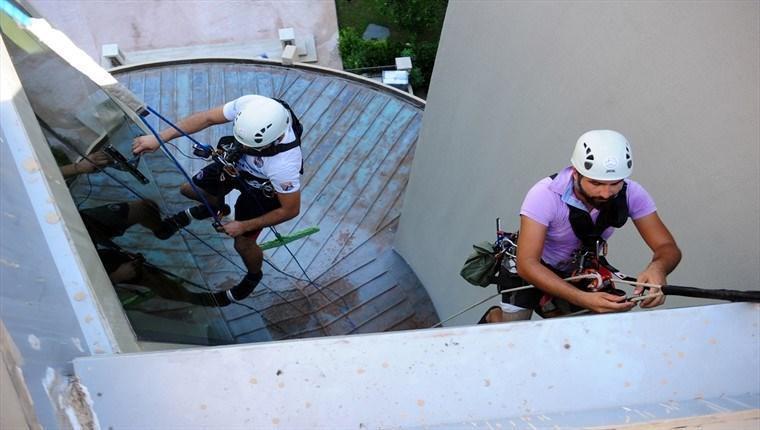 Antalya'da 5 yıldızlı otellerin örümcek adamları!