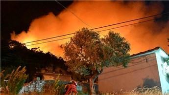 Muğla'daki orman yangını mahallenin tamamına yayıldı
