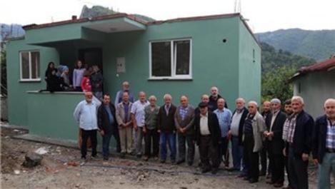 Kastamonu'da evi yanan yaşlı kadına hayırseverlerden ev!