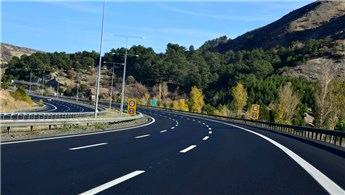 Anadolu Otoyolu'nda bakım çalışması nedeniyle yollar kapatıldı