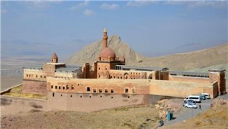 Ağrı'daki İshak Paşa Sarayı'na yoğun ilgi!