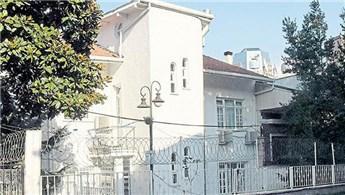 Metin Hara'nın Akaretler'deki yaşam koçluğu merkezi mühürlendi