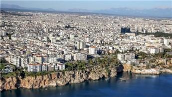 Rus turistler Antalya'yı sevdi