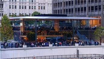 """Apple, Chicago'da çatısı """"MacBook"""" şeklinde mağaza açtı"""