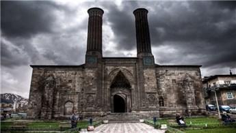 Erzurum'daki Çifte Minareli Medrese'ye yoğun ilgi!