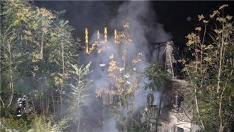 Ankara'da 400 yıllık ahşap ev kül oldu