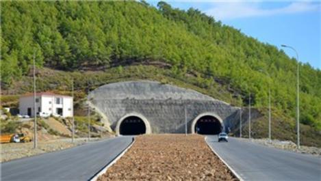 Akdeniz Sahil Yolu Projesi'nin viyadük ve tüneli tamamlandı