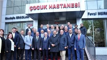 Bakan Özhaseki, Fevzi Mercan Çocuk Hastanesi'ni ziyaret etti