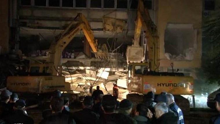 Bakırköy Spor Vakfı Sosyal Tesisleri gece yarısı yıkıldı