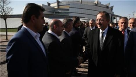 Özhaseki, Halep'e gönderilen 10 yardım tırını uğurladı