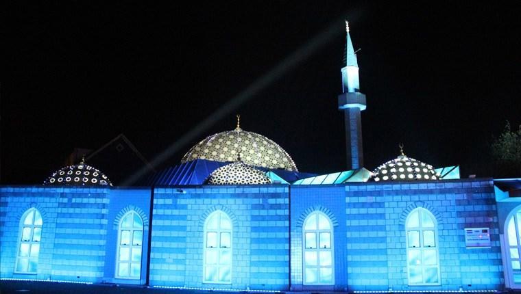 Hollanda'daki Fatih Camisi'nde ışık gösterisi!