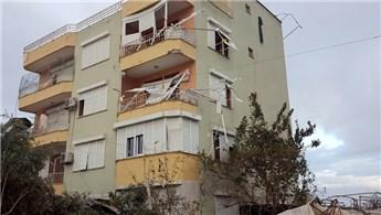 Antalya'da şiddetli fırtına, evlerde hasara neden oldu