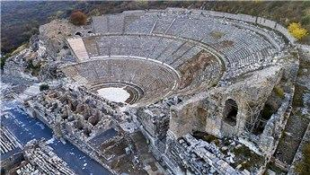 İzmir'in bir asırdır turist çeken antik kenti!