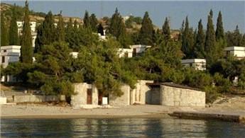 İzmir Foça'daki Fransız Tatil Köyü satışa çıkartılıyor