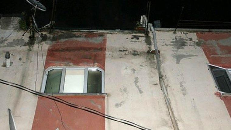 Beyoğlu'nda bir binanın çatı katında yangın çıktı