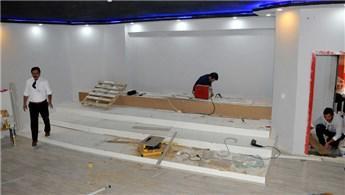 Sivas'ta 4 öğretmen öğrencileri için sinema salonu yapıyor