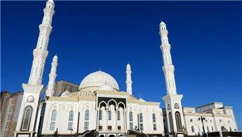 Hazreti Sultan Camisi turistlerden büyük ilgi görüyor