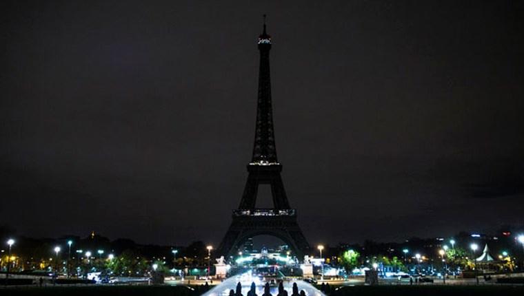 Eyfel Kulesi'nin ışıkları karartıldı