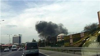 Bayrampaşa'da iş yerinde yangın çıktı