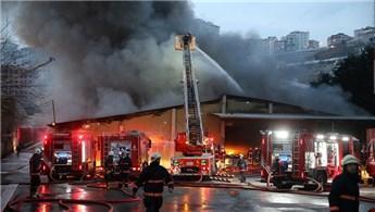 Eyüp Alibeyköy'de beyaz eşya deposunda yangın!