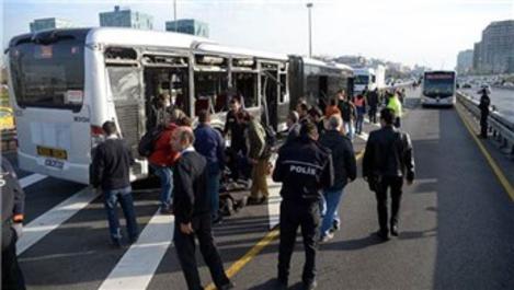 Metrobüs yolunda kaza: 19 yaralı!