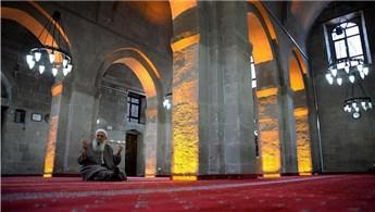 Restorasyonu tamamlanan 867 yıllık Ulu Cami ibadete açıldı