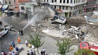 Trabzon'da kentsel dönüşüm yıkımı sırasında 'tarihi köprü' çıktı