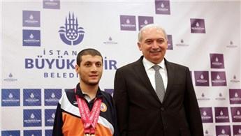 Mevlüt Uysal'dan Beytullah Eroğlu'na hediye ev!
