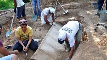 Bursa'da Roma dönemi lahit mezarı gün yüzüne çıkarıldı