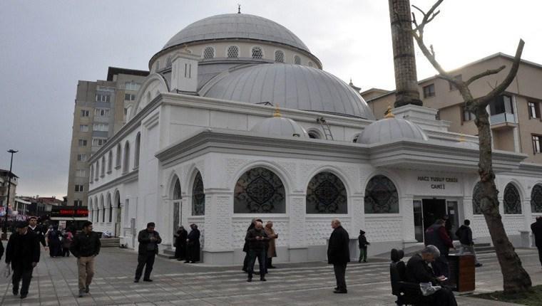 Çekmeköy'deki Yusuf Cebir Cami Önü Meydan projesi tamamlandı
