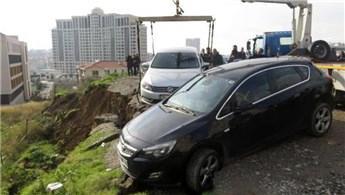 Ataşehir'de toprak kaydı, araçlar toprak altında kaldı!