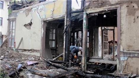 Edirne'deki ahşap binaya zorunlu 'elle' yıkım kararı!