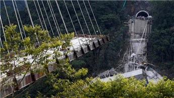 Kolombiya'da köprü inşaatı çöktü!