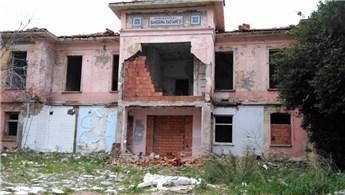 Tarihi Pertevniyal Hastanesi restore edilmeyi bekliyor