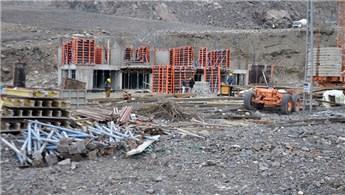 Yusufeli'nin yeni yerleşim yerinde binalar yükselmeye başladı