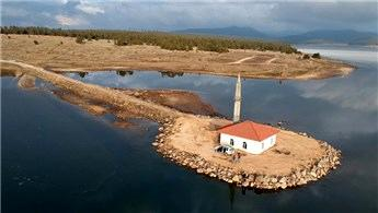 Seben Gölü ortasındaki cami ibadete açıldı