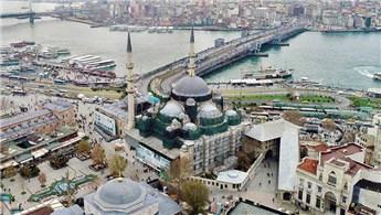 Eminönü'ndeki Yeni Cami'de restorasyon çalışmaları sürüyor