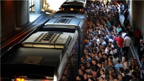Metrobüsü günde 756 bin 872 kişi kullandı