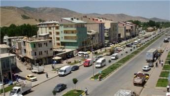 Bitlis'te ihtiyaç sahibi 10 kişilik aile evlerine kavuştu