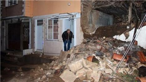 Şişli'de iki katlı bina yağmur nedeniyle çöktü